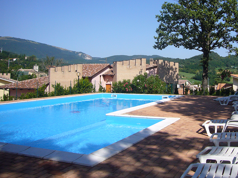 Holiday apartments with swimming pool in Sarnano - Residence Il Glicine
